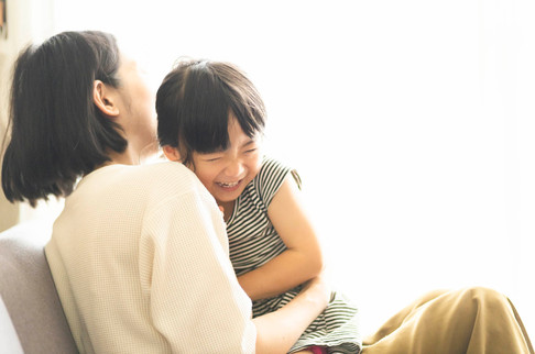ママと女の子.jpg