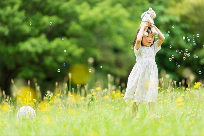 黄色いお花畑の女の子.jpg