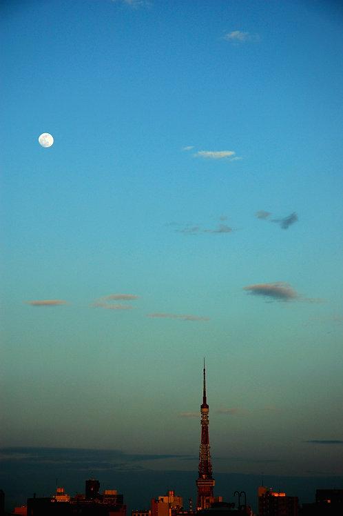 月とタワー / YUSUKE MIZUNO