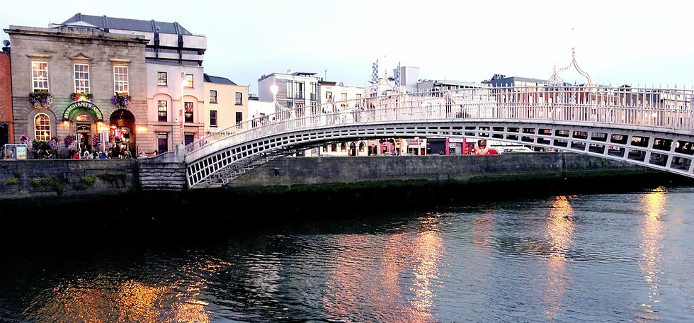 Ha'penny_Bridge_in_Dublin-min_edited_edited_edited.jpg