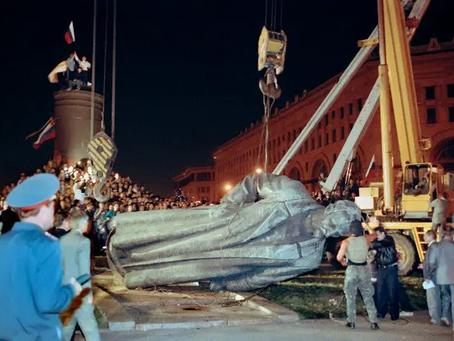 Судьбу памятника на Лубянке предложили решить с помощью голосования