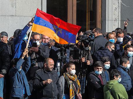 Оппозиция взяла штурмом здание правительства Армении
