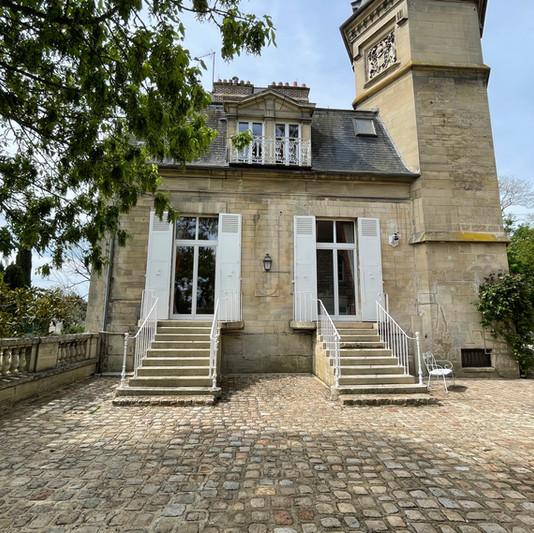 Côté Cour Pavée du Château de Précy