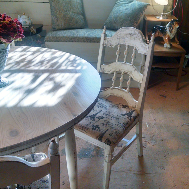 White Cottage Table