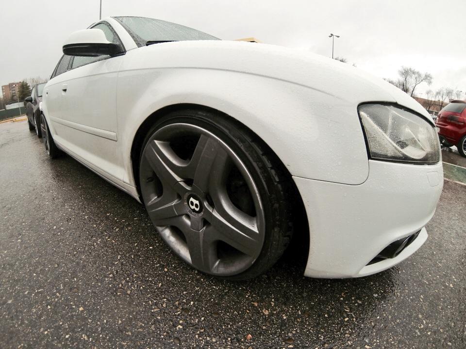 Audi A3 con llantas Bentley