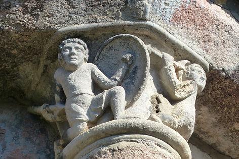 Abbaye Solignac sculpture guerriers