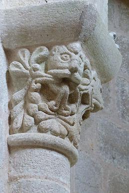 Chapiteau du Prieuré du Chalard