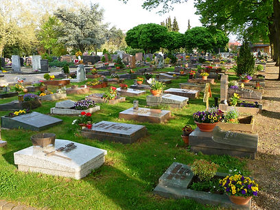 Friedhof_Urnengräber.JPG
