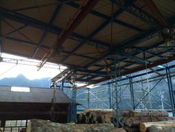 土場(貯材場)屋根がもうすぐ完成です。