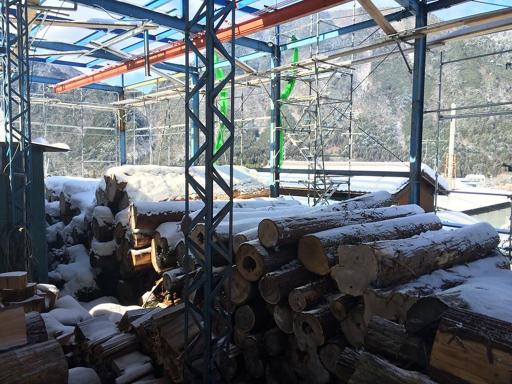 土場屋根工事中