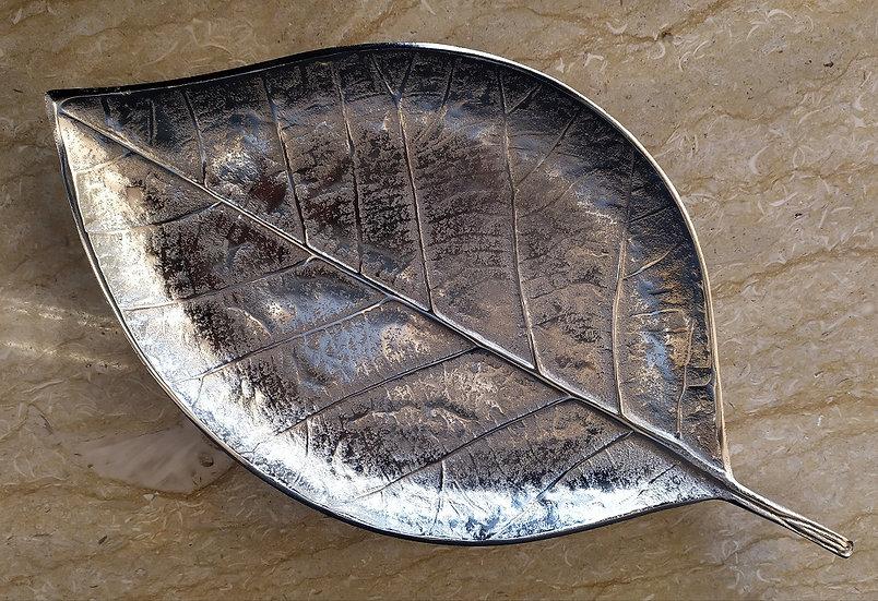 Vassoio Foglia in ceramica argentata cm 44
