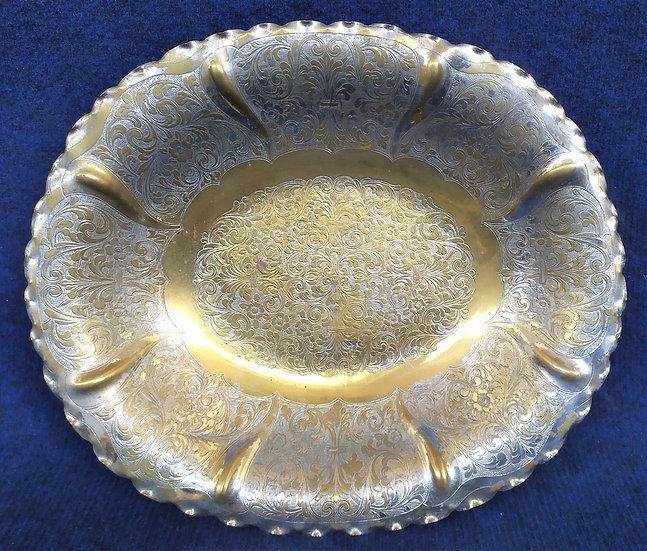 Centrotavola ovale in ottone inciso e argentato - Italia XX sec.