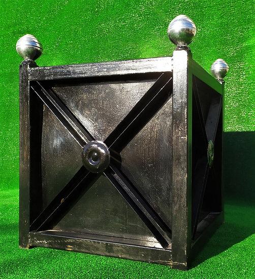 Fioriera quadrata in ferro