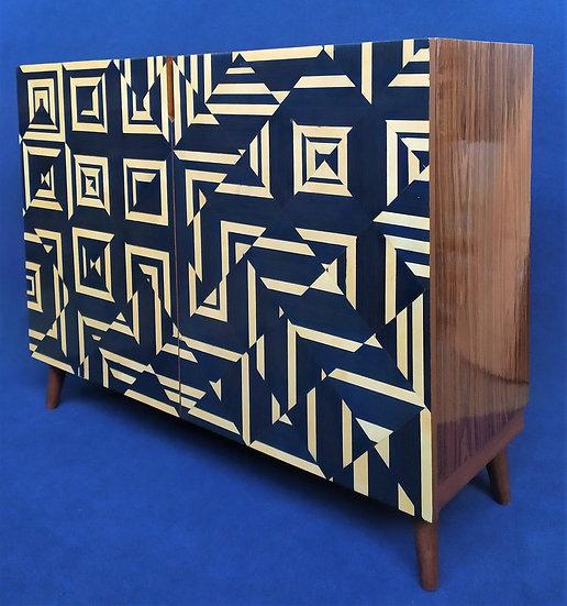 Credenza Design 2 ante in legno e radiche geometriche