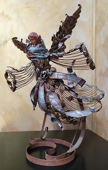Grande scultura angelo in metallo brunito - XX sec.