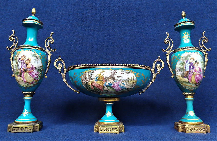 Trittico in bronzo e porcellana policroma - Francia XX sec.