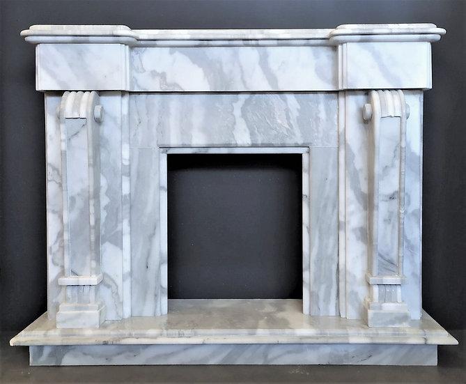 Grande camino in marmo statuario - Italia XX sec.