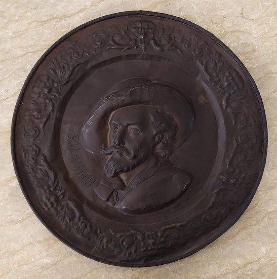 Grande piatto XIX sec. in ottone sbalzato - Rubens