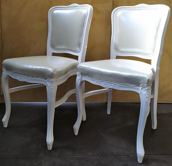 Coppia di sedie in legno laccato bianco - XX sec.