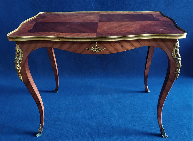 Tavolino stile Luigi XV in bois de rose e bronzo dorato - Francia XIX sec.