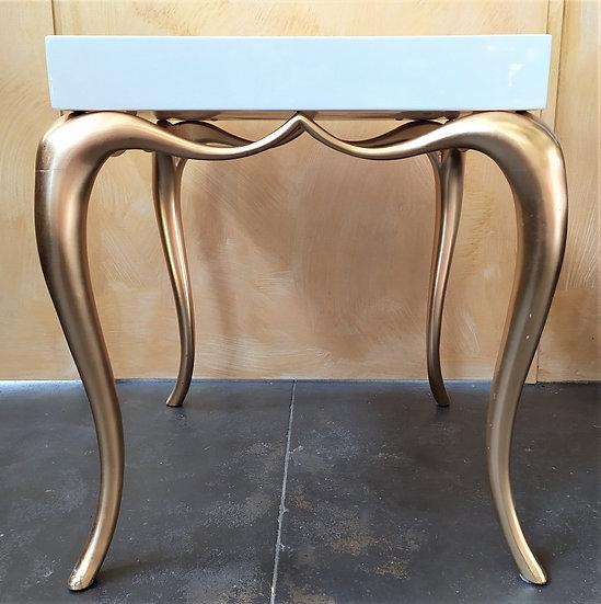 Tavolino design in legno laccato e dorato