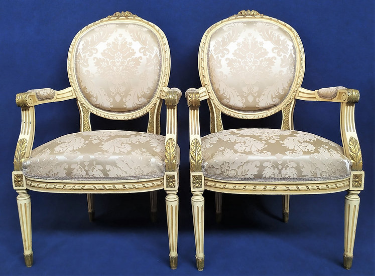 Coppia poltrone stile Luigi XVI in legno laccato - Italia XX sec.