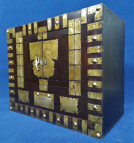 Stipo in legno e metallo ottonato - Cina 1° metà XX sec.