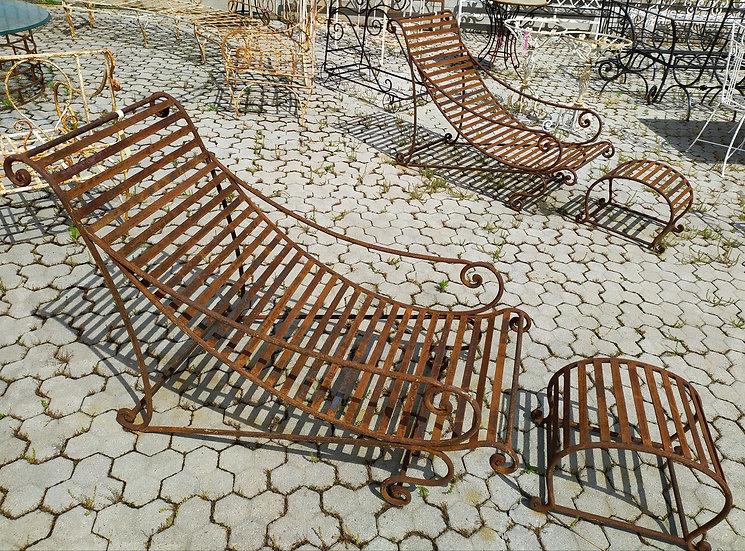Chaise-longue in ferro battuto con poggiapiedi