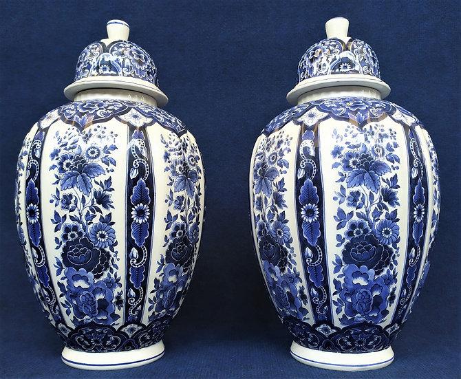 Coppia di vasi in ceramica bianca e blu - Francesco Guarino, anni '90