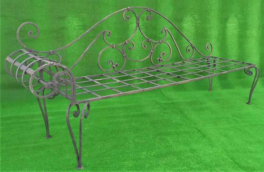 Panchina in ferro battuto con voluta laterale