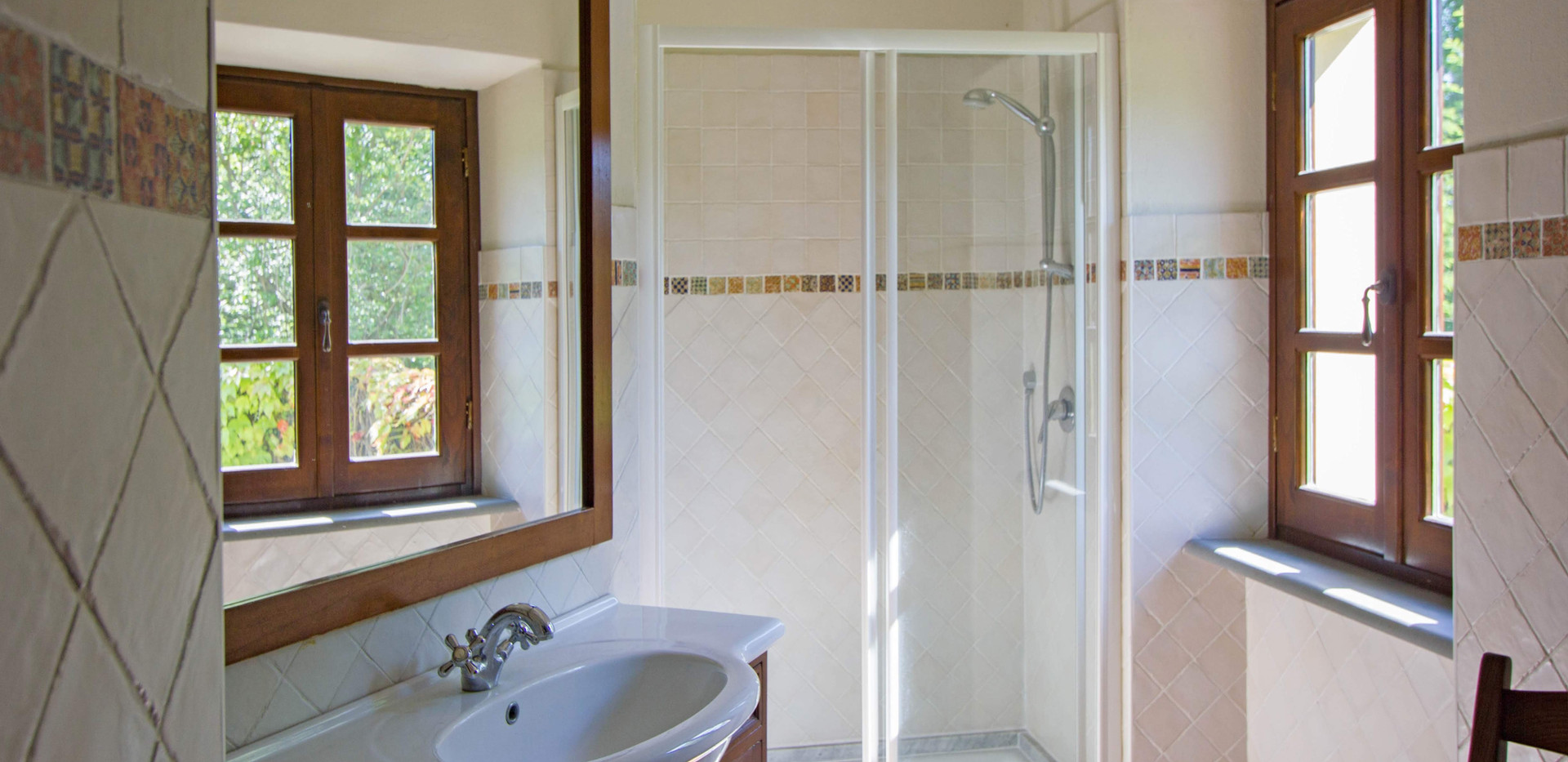 Master bedroom bathroom Home 2.jpg