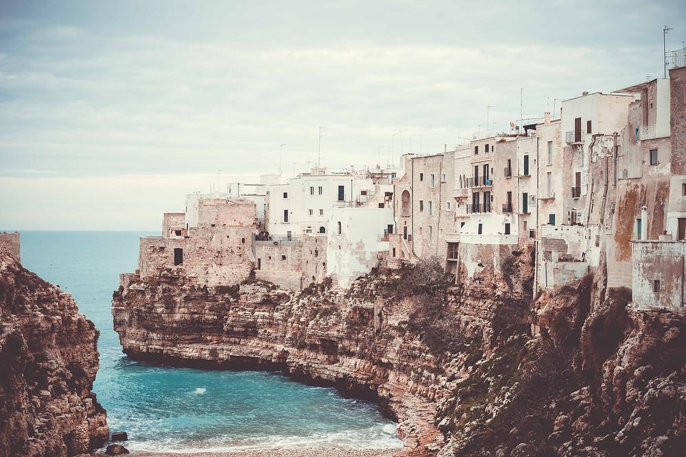 polignano a mare cliffs
