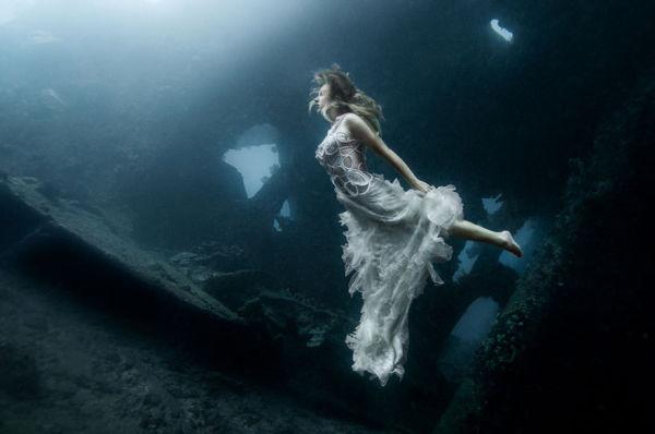 bali-shipwreck-divers-underwater-photoshoot-benjamin-von-wong-4