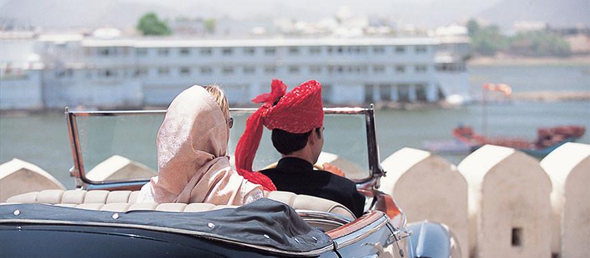 lake-palace-car