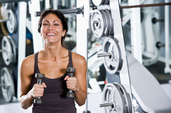 woman-lifting-weights-in-gym
