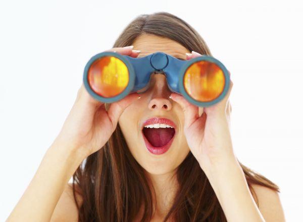 women_with_binoculars