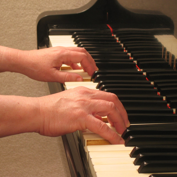 Bonnie's hands at the keyboard