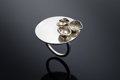 """Lilies"" Ring"