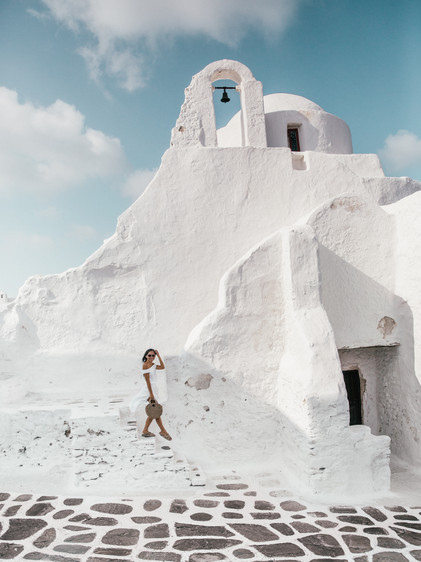 ISLAND HOPPING IN GREECE: COMPLETE TRAVEL GUIDE TO CORFU, CRETE, MYKONOS, SANTORINI & PAXOS