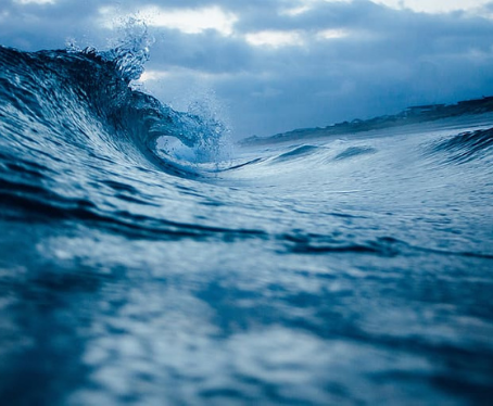 Tom Ford lançará relógio produzido com resíduos plásticos do oceano