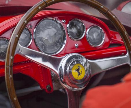 A nova coleção de moda da Ferrari