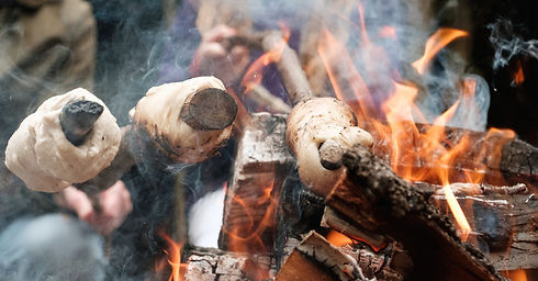 Stickbread%20bonfire%20detail_edited.jpg