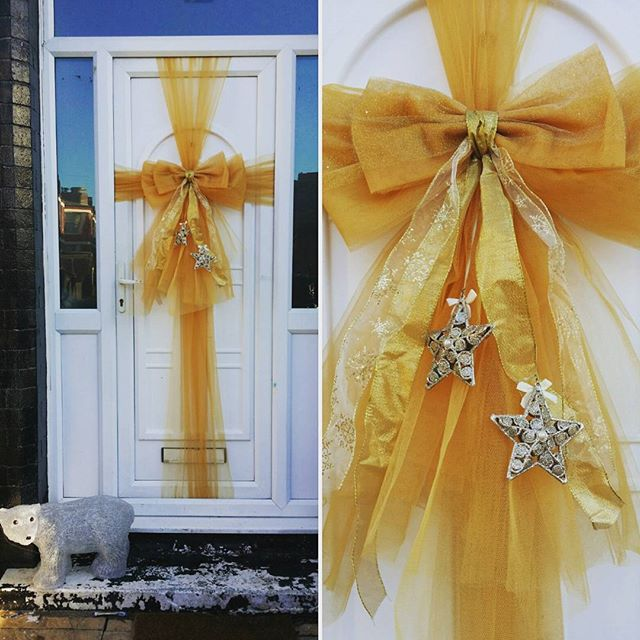 Hello Mr Polar Bear! I think he approves of our door bow 🐾❤🎀 #doorbowsliverpool #doorbow #doorbows
