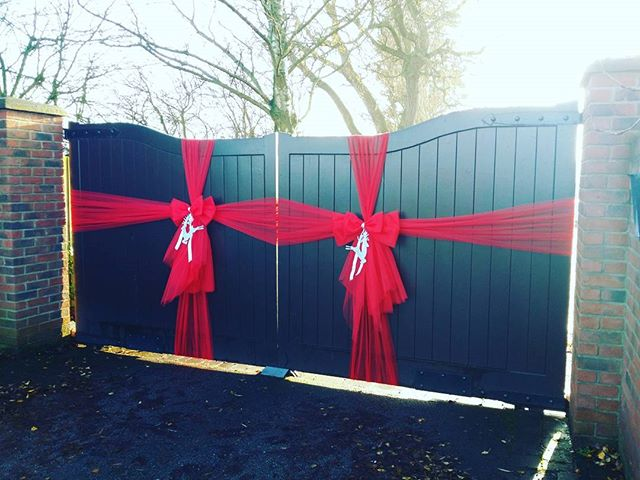 Double gate bows ❤_#doorbowsliverpool #doorbow #doorbows #reddoorbow #redChristmas #liverpoolchristm