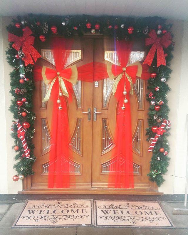 Traditional red and gold ❤🎄❤_#doorbowsliverpool #doorbow #doorbows #reddoorbow #redChristmas #liver