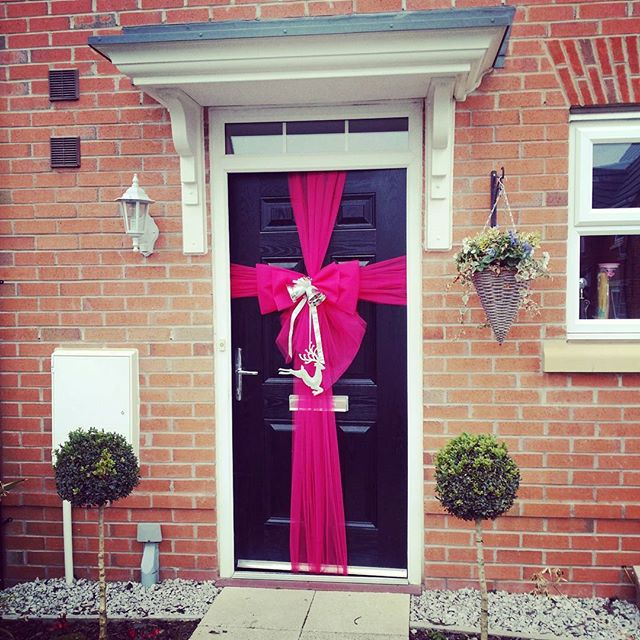 Hot pink with silver sparkles 💕💓💕_#doorbowsliverpool #doorbow #doorbows #pinkdoorbow #pinkChristm