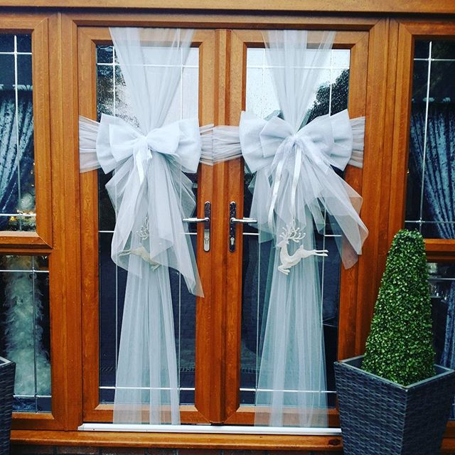 Silver double door bows with glitter reindeer for the lovely _laurenkeeganmua 💎 _#doorbowsliverpool