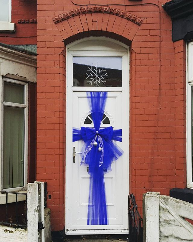 Blue double door bow with silver baubles 💙 £25 including installation_#doorbowsliverpool #doorbow #