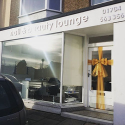 Glamorous gold for the lovely _nailandbeautylounge ⭐⭐⭐ #doorbowsliverpool #doorbow #doorbows #golddo