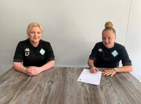 London City Lionesses sign Lilly Pursey